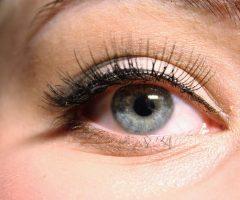 Eyeliner : Comment appliquer 5 différents types d'eyeliner?