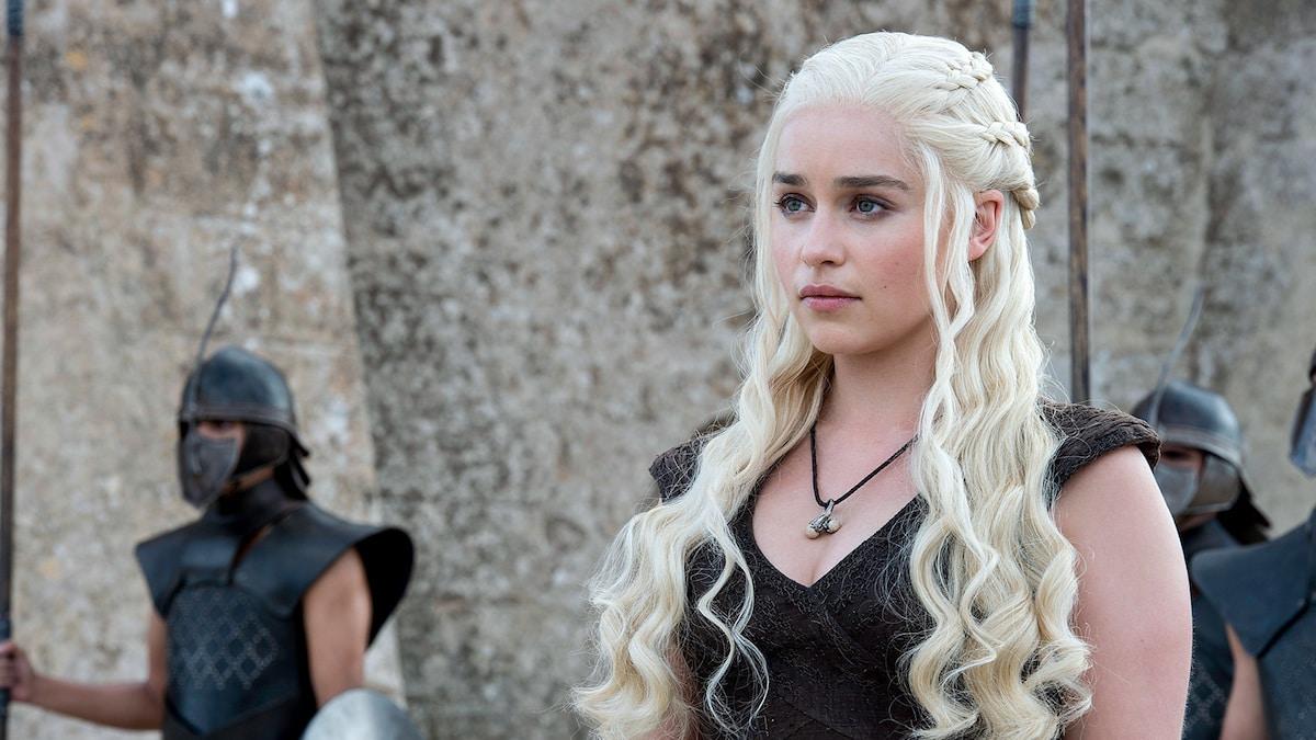 Daeneryus emilia clarke et sa celebre chevelure blond polaire