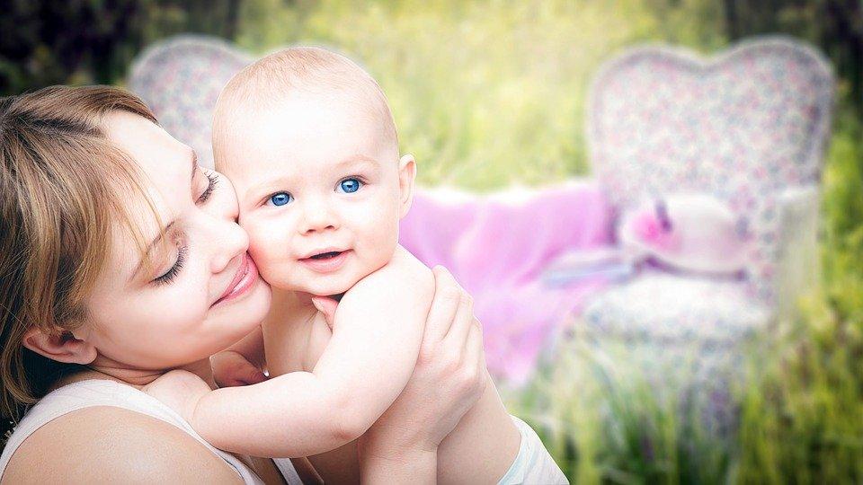 Guide pour maîtriser la première coupe de cheveux de votre bébé